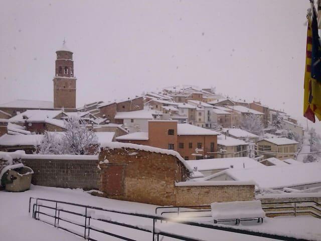 otra perspectiva de la Villa,toda nevada