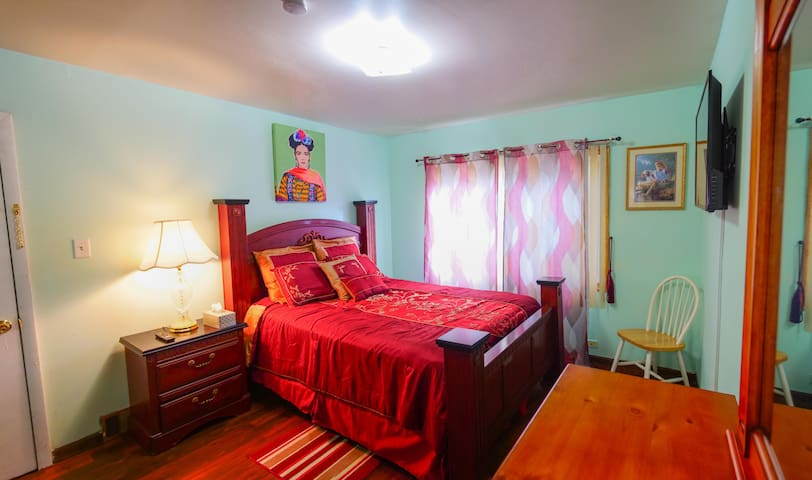 1 COZY HOUSE IN DOLTON IL.  invites you to rest
