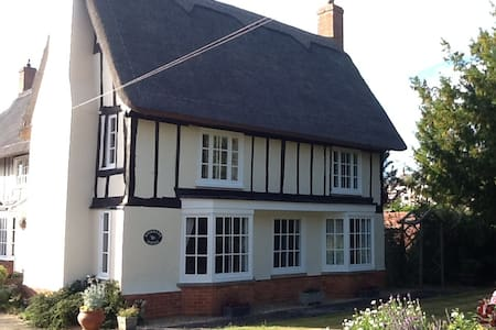 King sized bed in beautiful thatched house - Riseley - Dom