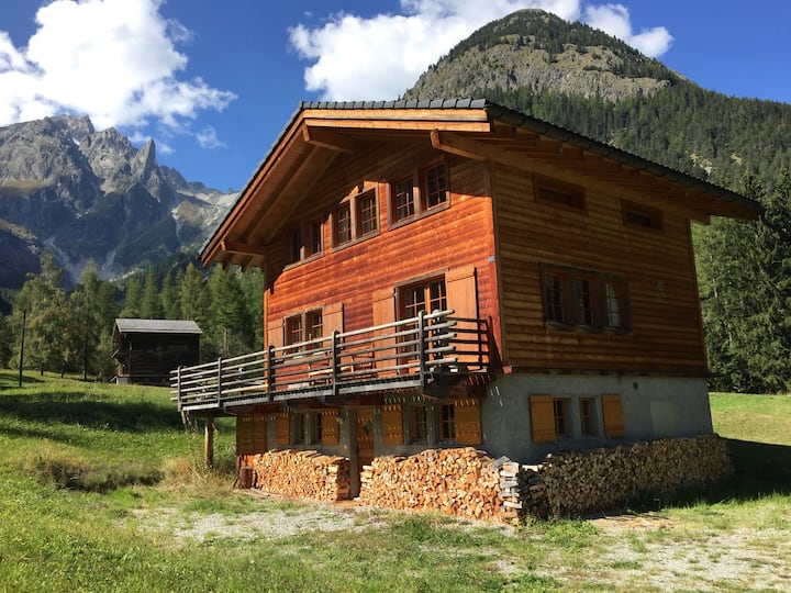 Spacious chalet, calm and relaxing environment, Val Ferret, self check-in