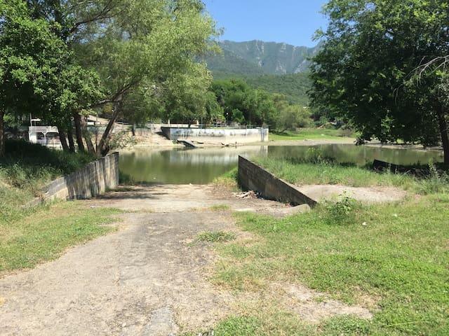 Bonita Quinta en Santiago con Botadero para lancha