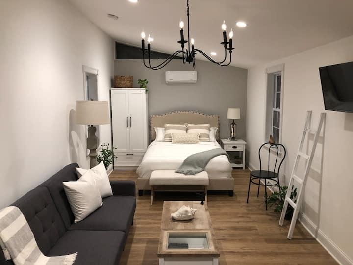 "Newly renovated Scituate ""Pura Vida"" Suite"