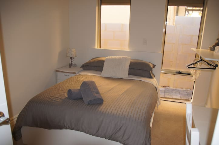 Lovely New Double Room In Trendy North Perth