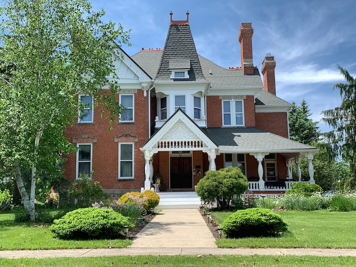Victorian Bed & Breakfast in Grand Rapids, OHIO
