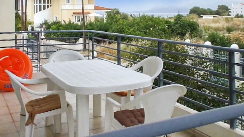 Large house w/furnished terrace - Kato Diminio