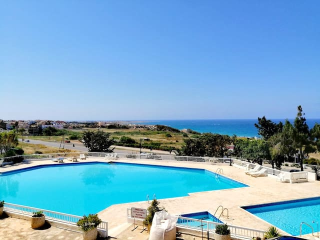 Modern 1 Bedroom Apartment with Stunning Sea Views