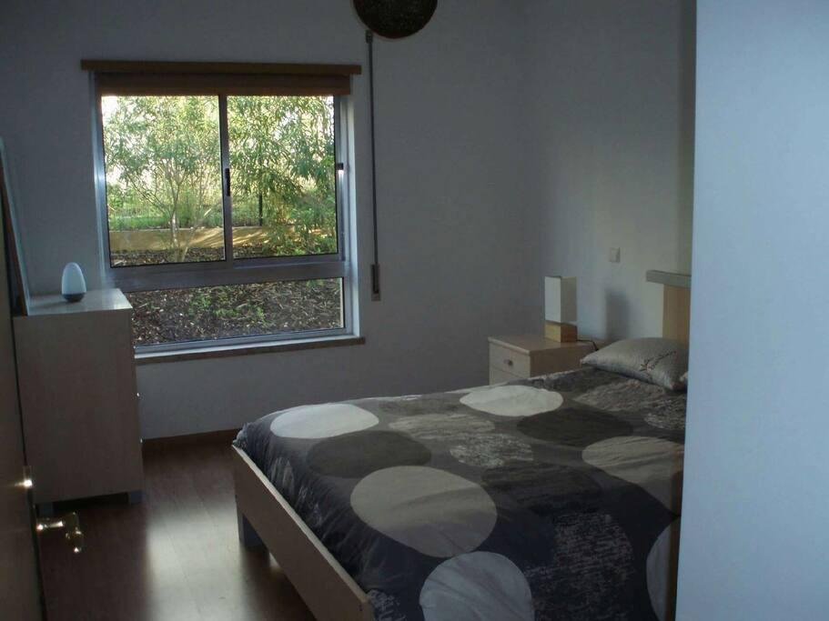 Chambre 1 avec possibilités 2 lits d'appoint et grands placards