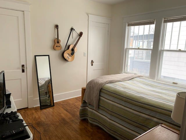 Cozy, Private Room with Many Amenities