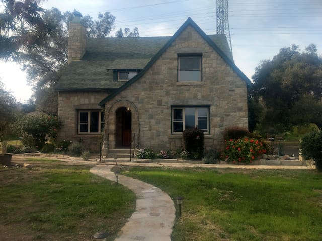 Beautiful Stone House near Ojai & Ventura (Beach)