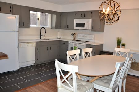 Newly Updated North Lynx Condo, Exceptional Location!