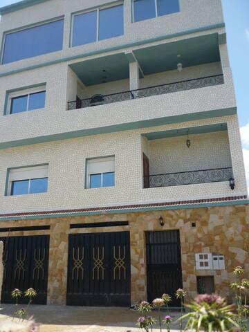 Un appartement au 1er etage de la Résidence SANIA - Fnideq - Lakás