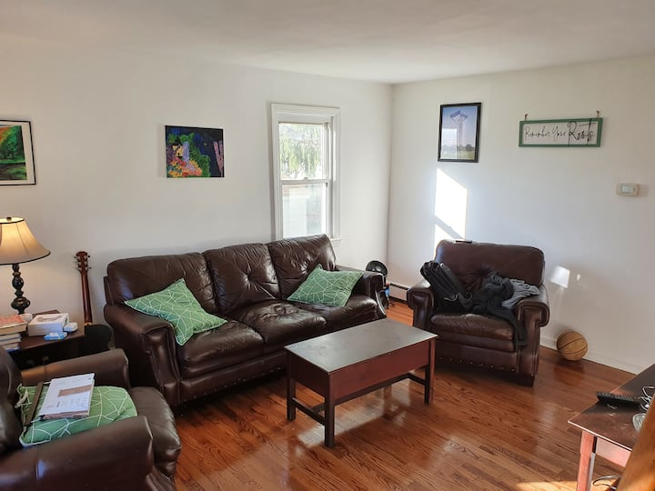 Cozy Cape Cod Style Home 30 minutes from NYC