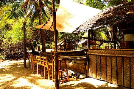 Peponi Bandas and Beachside Camping