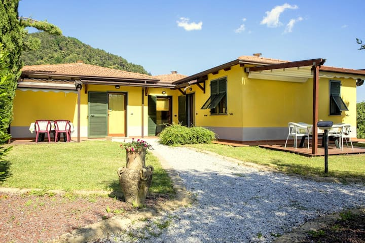 Charming Holiday Home in Bolano with shared Pool
