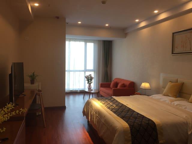 温馨大床房—斯维登服务公寓(中交上东国际店)