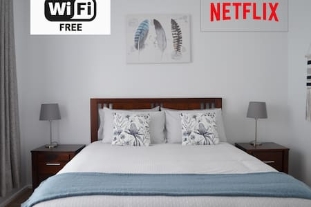 Cosy 2 Bedroom in Watsonia w/ WiFi, Netflix & Wine