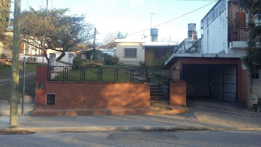 Hermosa casa frente al arroyo