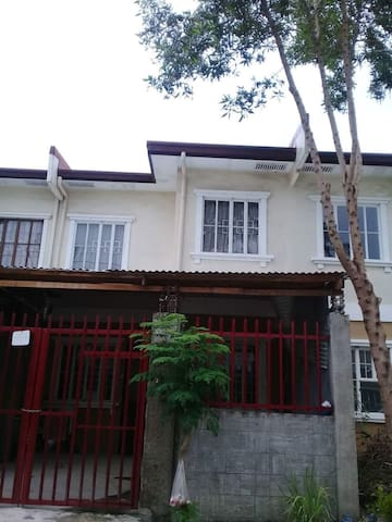 3 BR and 2 T&B Townhouse at Lancaster Gen Trias