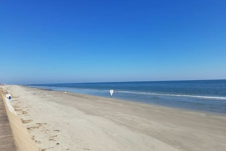 Beachfront complex! WiFi, smart TVs, full kitchen! - Galveston