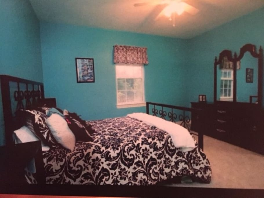 Queen size bed with tempurpedic mattress pad with attached bathroom
