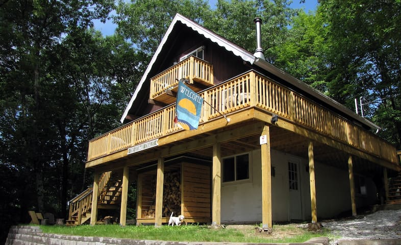 Family & Dog Friendly Getaway Chalet - Madison