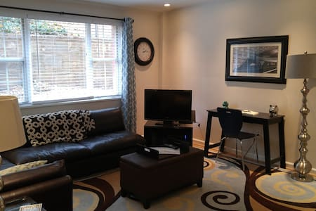 Convenient DC home away from home - Arlington - Condomínio