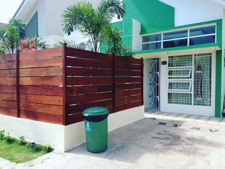 Privat parking area in front of the house.. garden cover with nice wooden fences