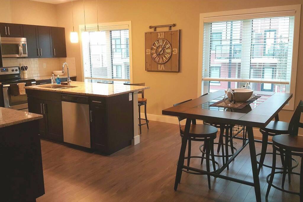 Kitchen & dining area, seats eight