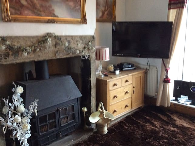 Cosy double room with comfy bed, tv with catch up - Bradford