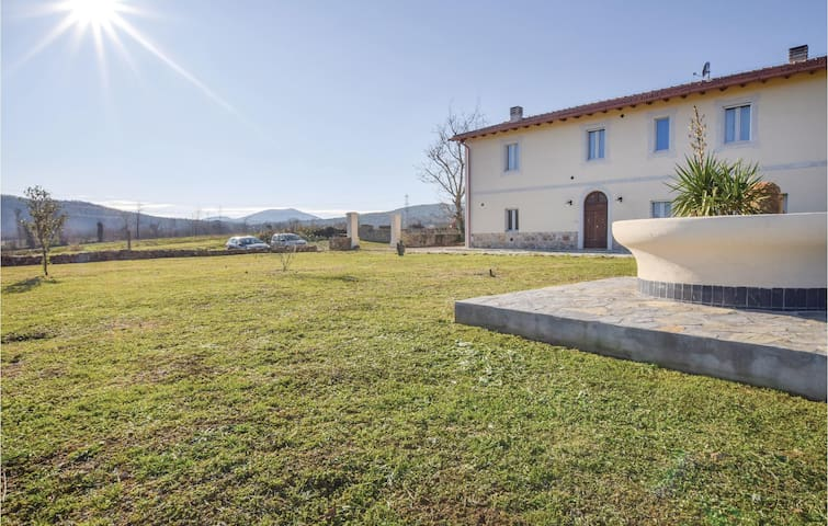 Holiday cottage with 5 bedrooms on 240 m² in Paganico GR