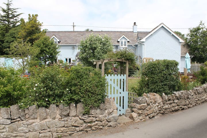 Rural 1 bedroom apartment Graigfechan North Wales