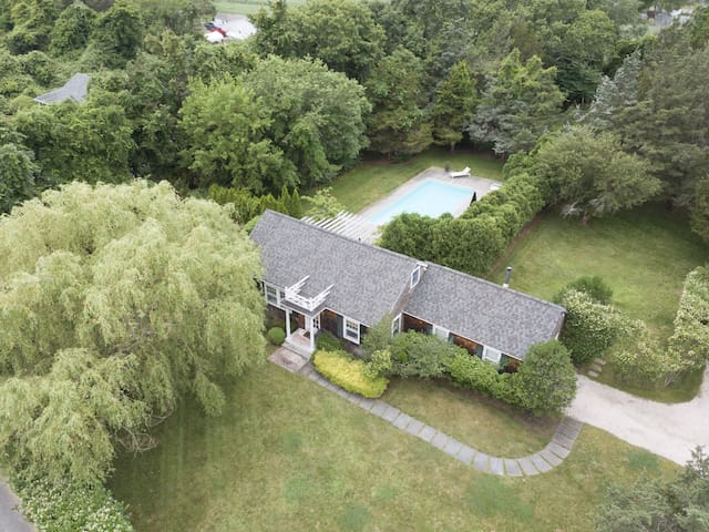 Bellport Beach Estates Private Cottage with Pool