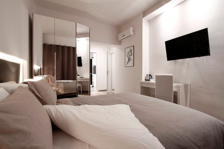Balcony Superior Room (private WC) - Rome - Rumah