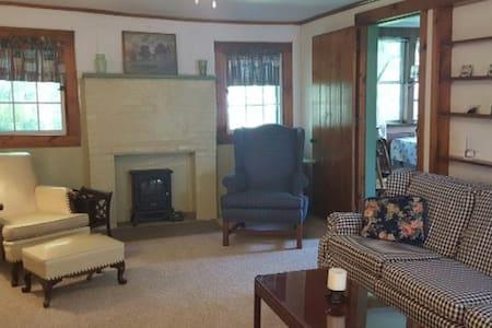 Cozy Country Cabin! - North Collins - 小木屋