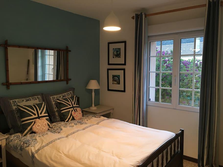 Chambre d'invité avec un lit 1m40