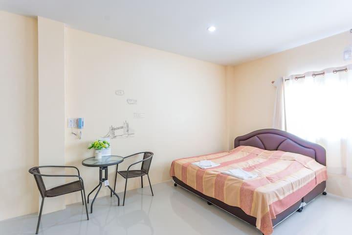 Spacious, clean single bed room