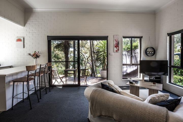 Avoca Beach Studio- Private oasis with ocean view
