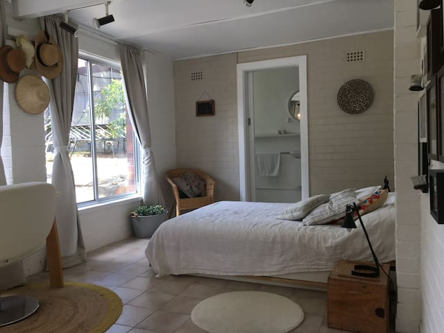 Private double bedroom w ensuite opening to garden - Balgowlah Heights - Rumah
