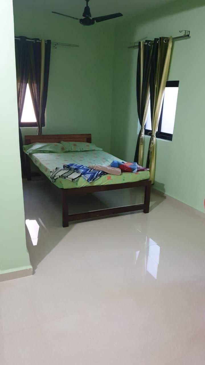 The Cardoz Inn R3. Spacious Family Room with AC