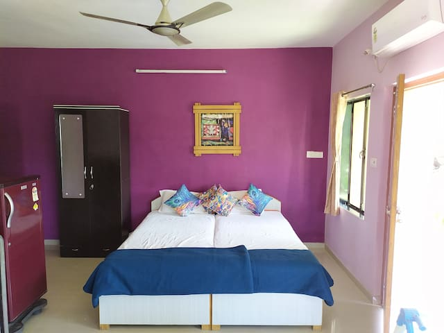 Alex Guest House Ganeshpuri / Luxury A/C Suite