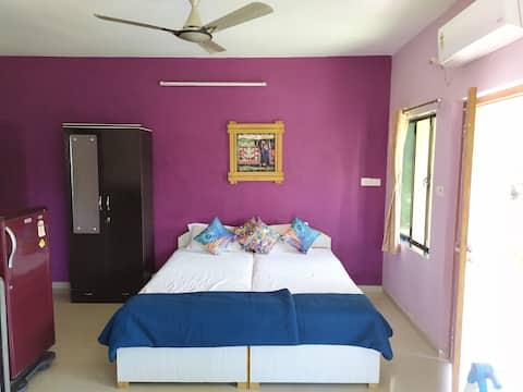 Alex Guest House Ganeshpuri / Luxury A/C Suite