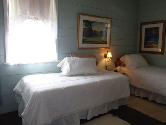 Two super comfortable twin beds.  Can be converted to king upon your request at the time of your reservation.