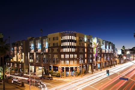TOP LUXURY LOCATION, WEHO. 20%OFF. FREE PARKING - Los Angeles - Lakás