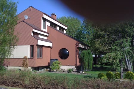 Maison dans un quartier résidentiel calme - Saint-Georges - บ้าน