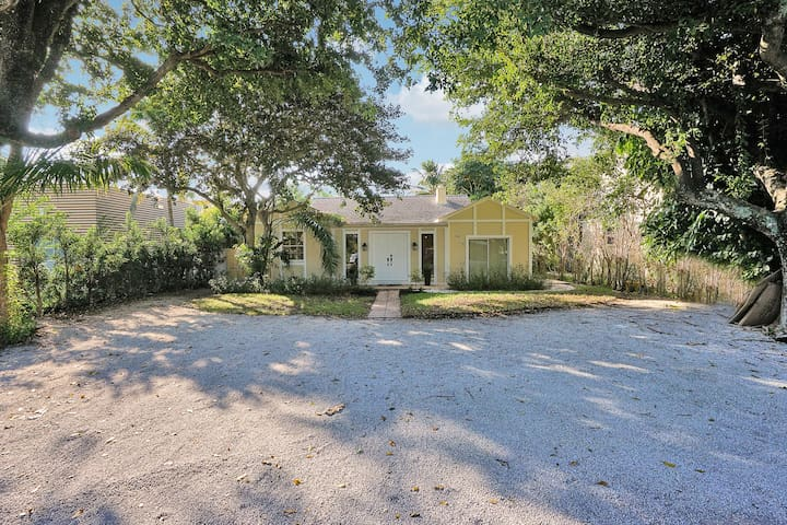 Renovated 3/bdrm home with pool/spa. Walk to beach