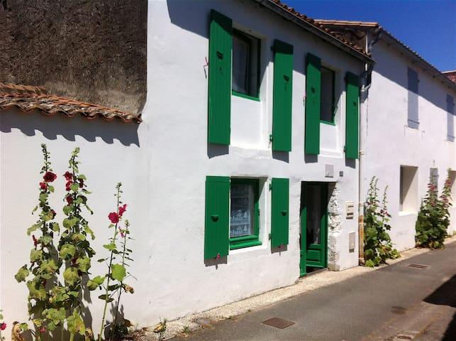Maison de village typique Ré - Saint-Clément-des-Baleines - Casa