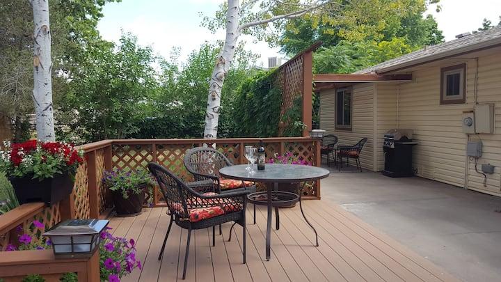 Quiet cul-de-sac 3 BR home & patio garden