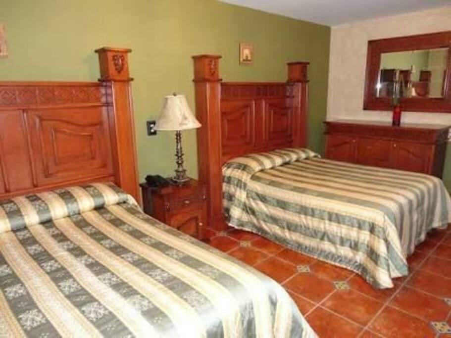Cómoda y cálida habitación para cuatro personas