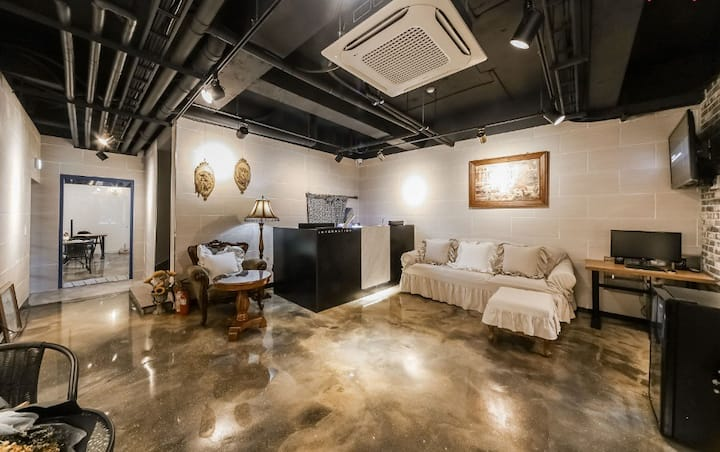 VALLAS mini hotel & guesthouse(Twin room1)