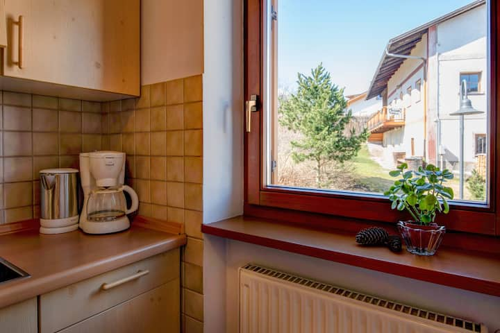 """Cosy Apartment  5 """"Zur Sonne"""" with Mountain View & Garden; Parking Available, Pets Allowed"""